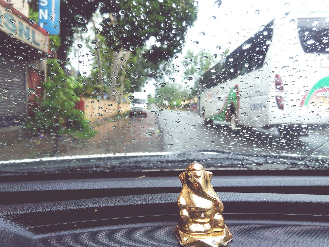 Glass - Material Window Car Transportation Car Interior Close-up RainDrop Raindrops Are Diamonds RainyDay Art Is Everywhere Lenevok5+ Beautiful Pictureoftheday EyeEmNewHere Eyemphotography Love To Take Photos ❤