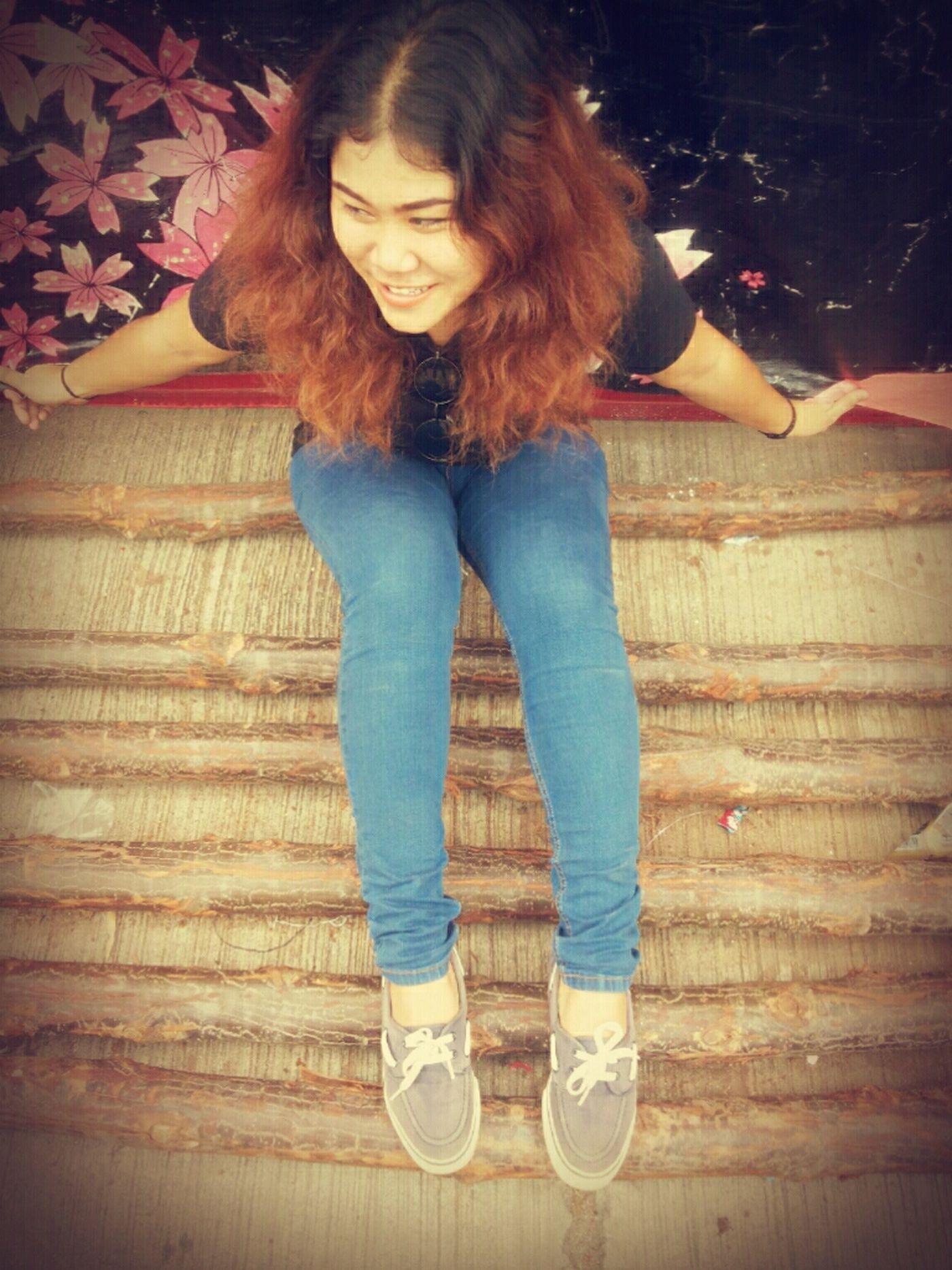 ฉันกำลังมีความสุขกับอะไร??? ไม่จำเป็นต้องรู้ แค่รู้ว่าฉันยังยิ้มได้ก็พอ