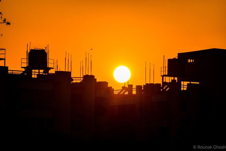 coz i love sunsets Sunset Architecture Building Exterior Silhouette Sun Orange Color City No People Clear Sky Outdoors Sunset Silhouettes Sunset_collection Shadow And Light EyeEm Best Shots EyeEm Check This Out Sunlight Sunshine Eye4photography  EyeEm Gallery Love Sunset Amazing Nature Sunbeam Built Structure