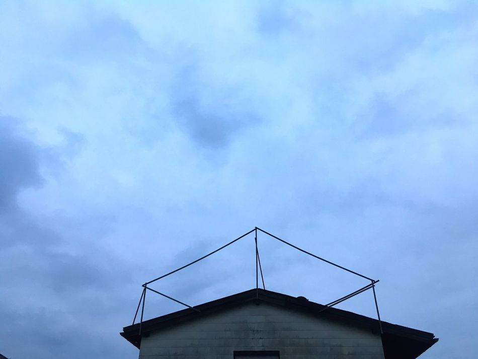House Roof Blue Dark Evening Night Blue Hour Lone House Low Angle View Roof And Sky