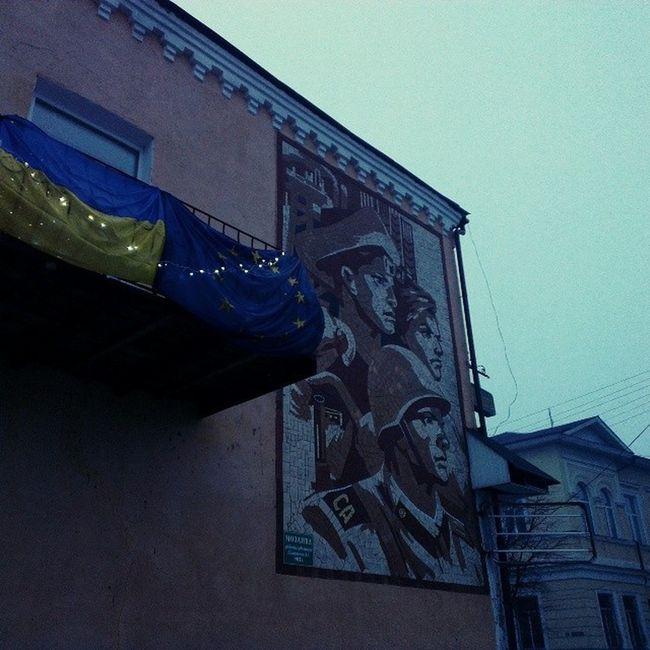 Как же круто видеть даже в самом северном городе Украины такие штуки! Новгород-Северский, Черниговская область. евромайдан євромайдан
