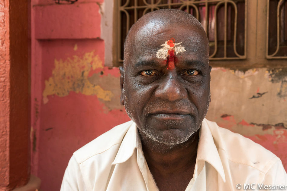 Everyday Life Human Eye Human Face India Indiapictures One Man Only One Person Only Men Outdoors Portrait Street Photography Streetphotography Travel Travel Photography Varanasi Varanasi Ganges Varanasi India