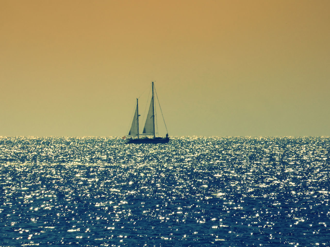 sea, sailboat, water, horizon over water, tranquility, waterfront, copy space, scenics, tranquil scene, rippled, clear sky, outdoors, nature, no people, sailing, sky, sunlight, beauty in nature, nautical vessel, sunset, day, mast, yacht, sailing ship