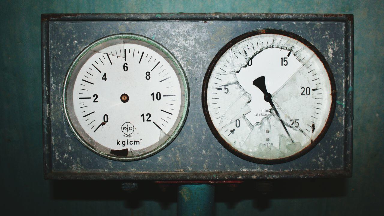 Broken time Watch Watch The Clock Clock Time Pressure Gauge Pressure Gauge Moita