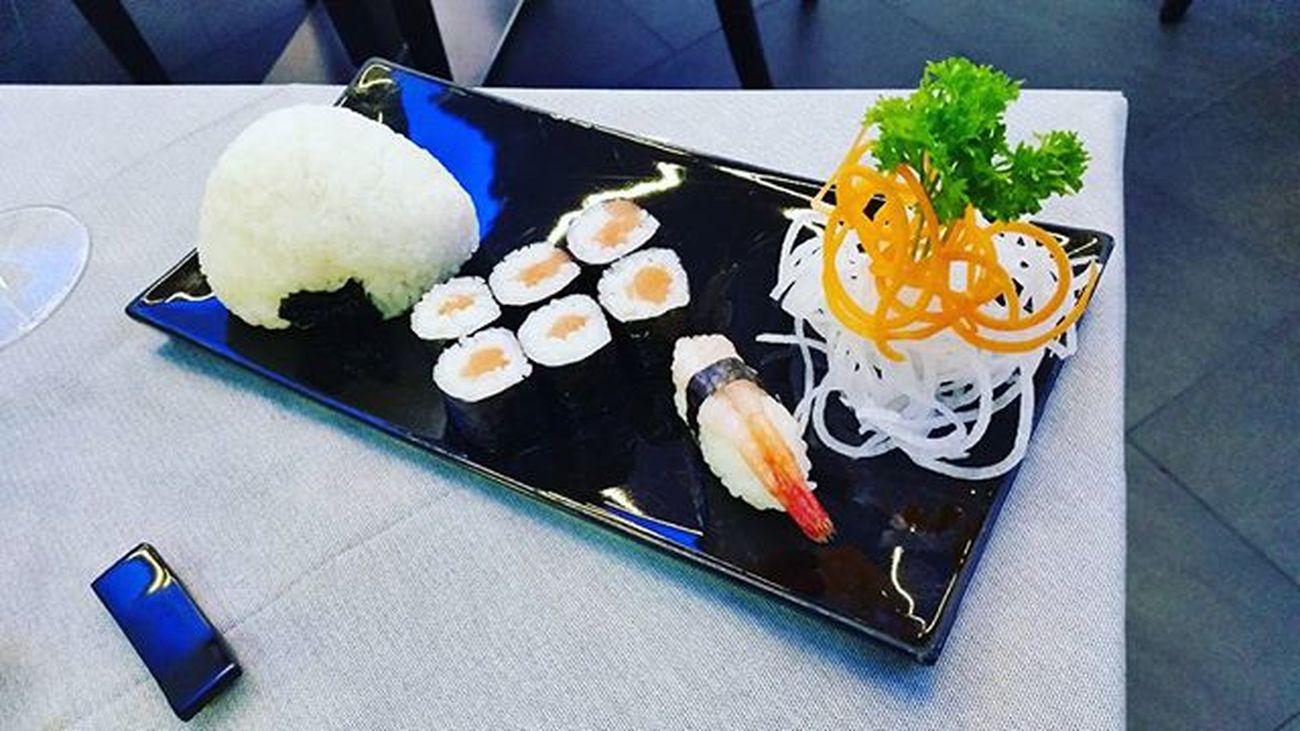 Sushi Dinnertime Orientalkitchen Japanese  Japanesekitchen Semagna Magnamo Food Instafood Instafoodie Instadinner Instamoment Art Salmon Rice Pic Picoftheday