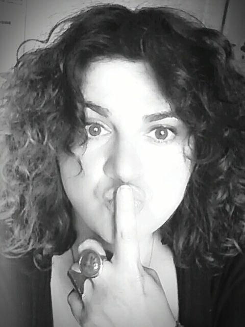 💜 Bon week end mes amis 💜 💋💋💋 La Vie Et Belle ❤ Just For Fun Selfportrait Enjoying Life Grimace That's Me Women With Curves Good Vibes✌ Womanselfie Noir Et Blanc Curly Hair! JustMe Today:-)