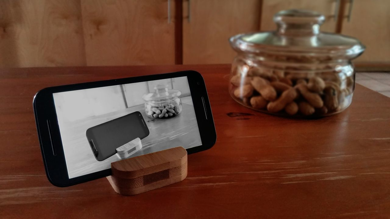 Mobile play in a different way At Home Day Getting Inspired Hello World Indoors  Jar MobileGame Mobilephoto No People Phone Phoneography PhonePhotography Smartphonephotography Table Taking Photos Wood Wood - Material