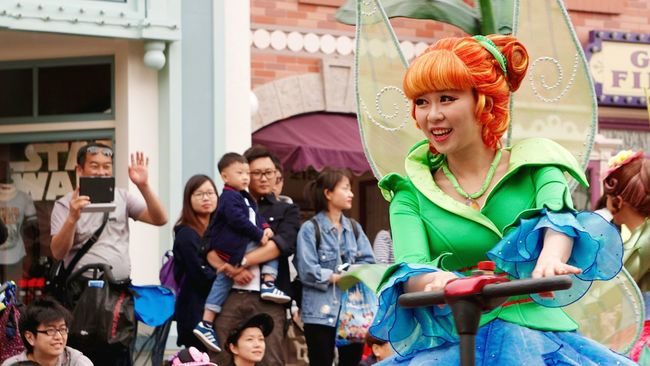 Disneyland Hong Kong Parade Performer  EyeEm Hong Kong Say Hi Say Hello Showcase April Eye4photography  From My Point Of View EyeEm Best Shots EyeEm Gallery Sony A6000 Open Edit Disneyland Performance Performing Performers Up Close Street Photography Telling Stories Differently