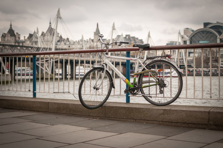 Architecture Bicycle Bicycle Love Bicycle Love🚴🏼 Bicycling Built Structure City City City Life Cloud Cloud - Sky Cloudy Day London Mode Of Transport No People Outdoors Parked Parking Sky Stationary The Way Forward Tourism Travel Destinations Walkway