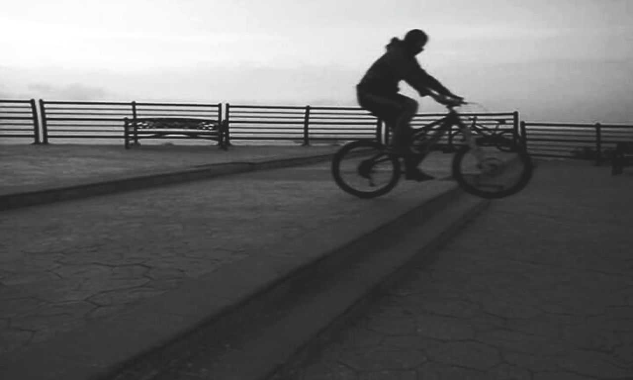 bicycle, railing, real people, transportation, one person, outdoors, full length, cycling, riding, men, day, leisure activity, lifestyles, silhouette, land vehicle, sky, bmx cycling, nature, people