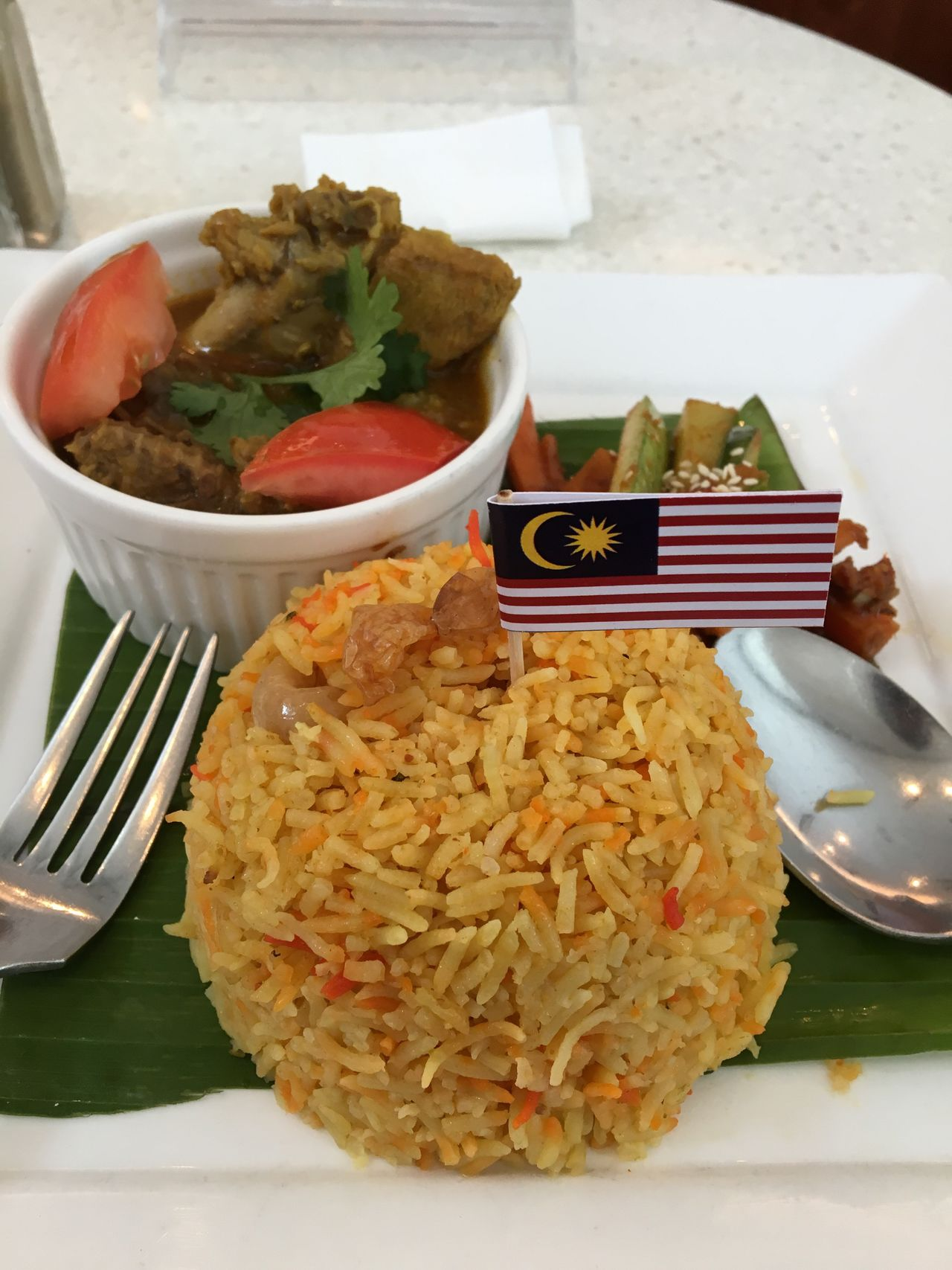 Malaysian Briyani Chicken Masala... Lunch Lunchtime Lunch Break Rice Briyani BriyaniRice BriyaniAyam Malaysia Malaysian Food Food Chicken Masala Chicken Masala Acar Plate Fork And Spoon Delicious Flag