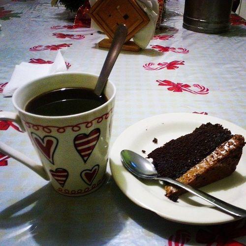 Mi cena de hoy :3 Acompañada de los simpson <3 Chocoflan  Cafe Thesimpson Alone