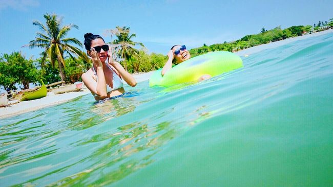 Beating the heat 👙☀🌊 Pinay Summertime Enjoying Life Beach Please Life Good Friends