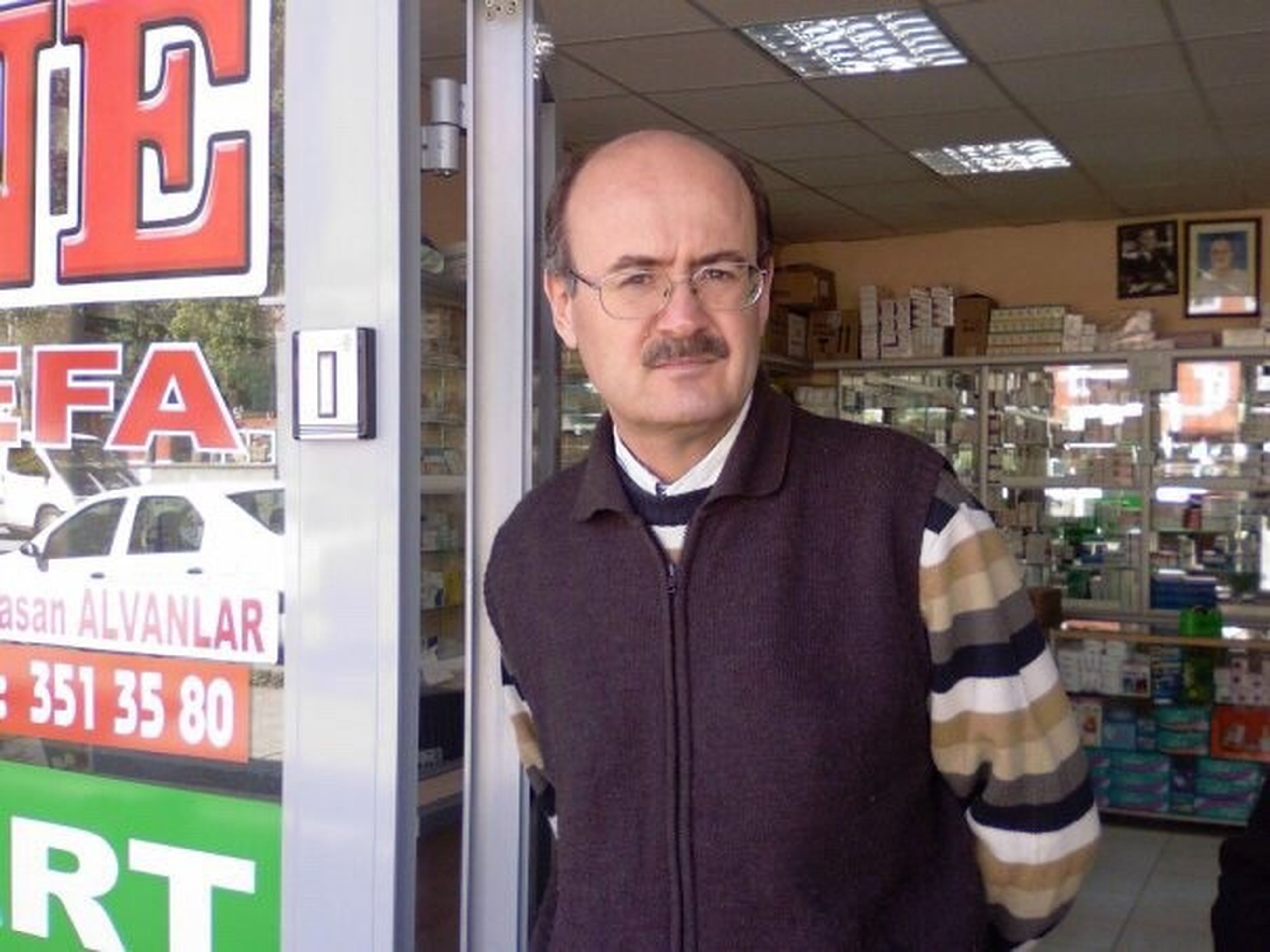 one man only, only men, one mature man only, standing, store, one person, mature adult, adults only, front view, men, adult, indoors, people, eyeglasses, smiling, day, supermarket