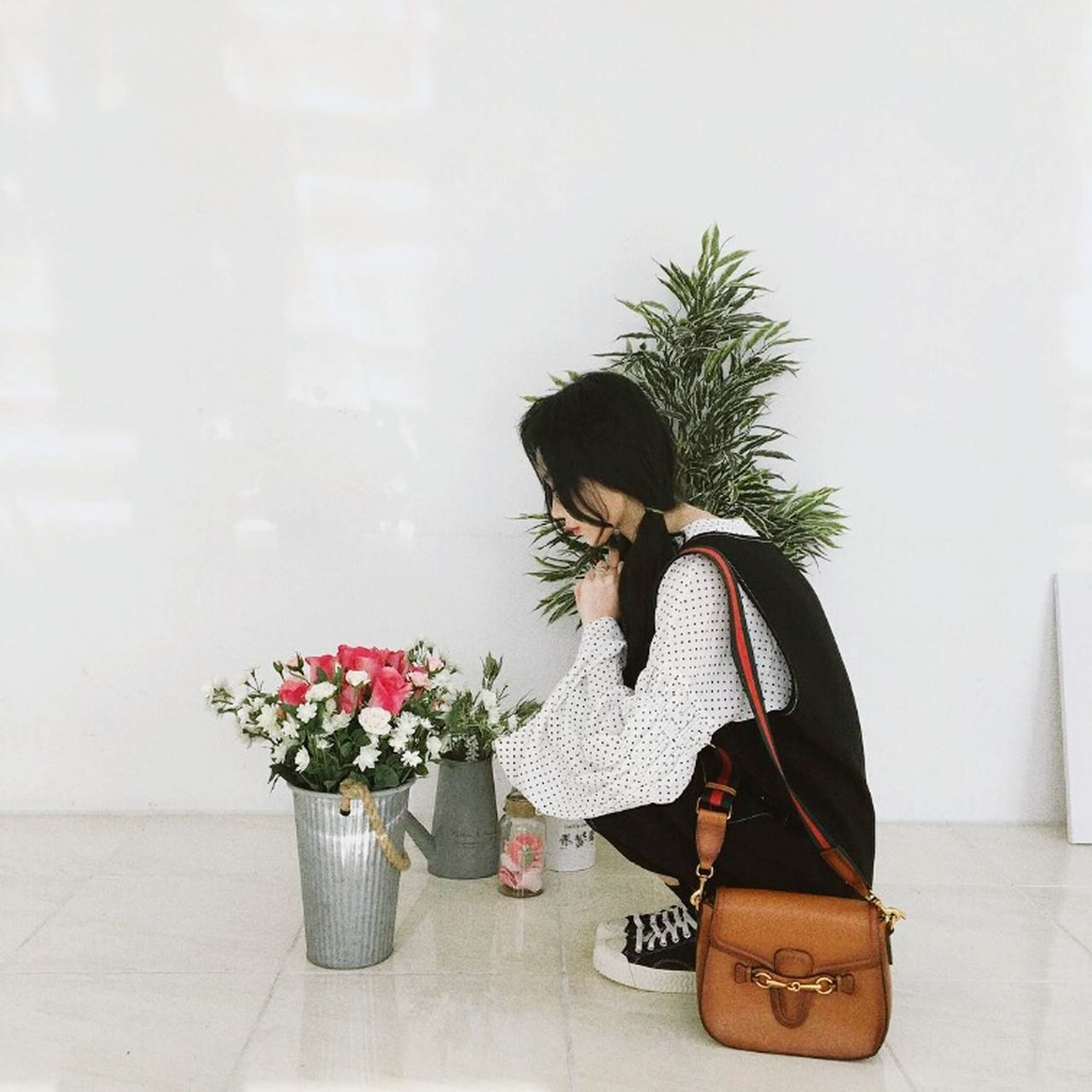 flower, one person, real people, full length, lifestyles, purse, standing, women, day, indoors, young women, young adult, nature, people