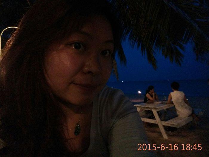 连着两晚混的沙滩~吃的最屎最贵的食物就是这了!但是音乐,海和自由自在的老外和喵汪还是很美好的~