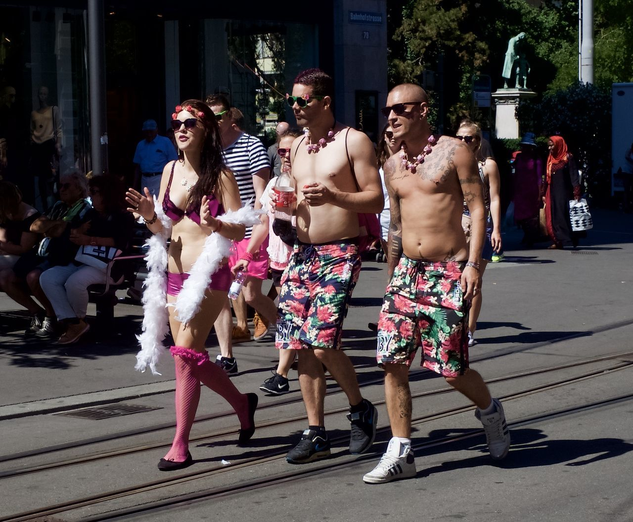 had a break to view to the people going to the street parade 2016 in Zürich Disguised Enjoying Life Enjoying The Sun Fun Funtimes Hello World Rave Raveparty Ricohgr2 Streetparade Zurich Streetparade2016 Sun-fun Switzerland_2016 Zürich Festival Season Festival Fever Festive Season