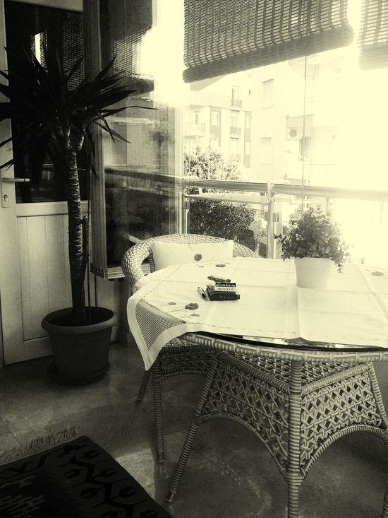 Merhaba evimin en sevdigim kosesi;)) Blackandwhite Black And White Blak And White Home My Home Balkon Keyfî Başkadır Relaxing Beautiful