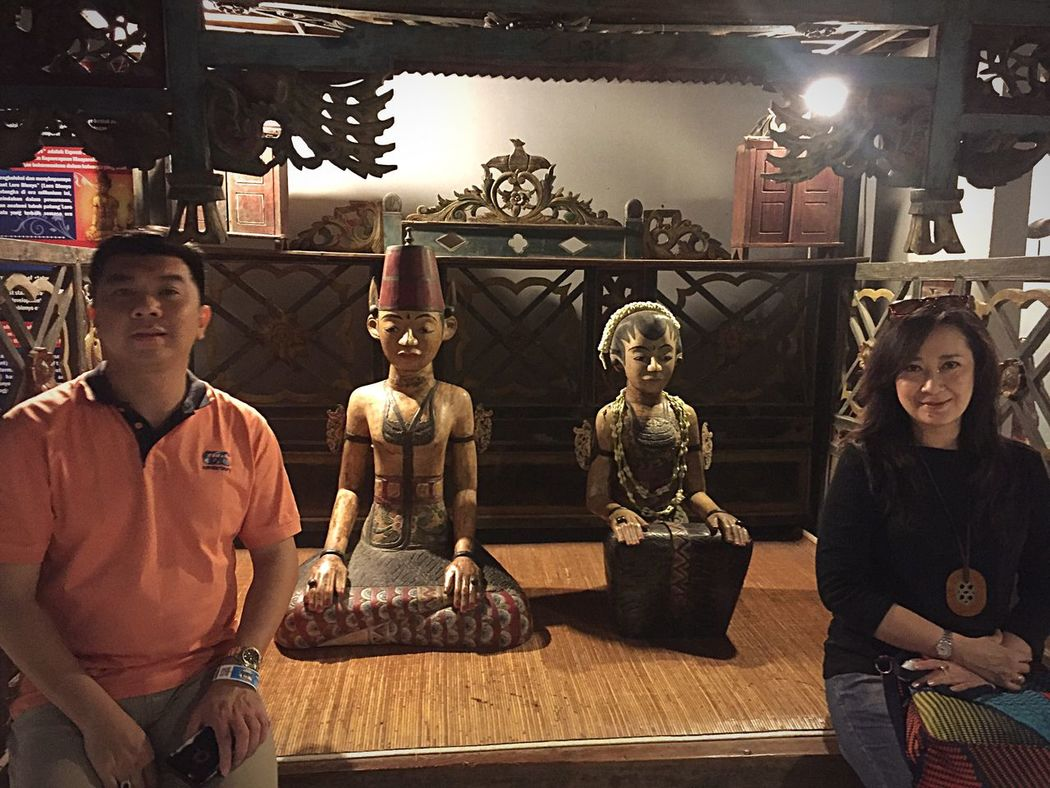 Family Holiday D'topeng Hanging Out Enjoying Evening Museum Angkut Batu Malang Photo Moment