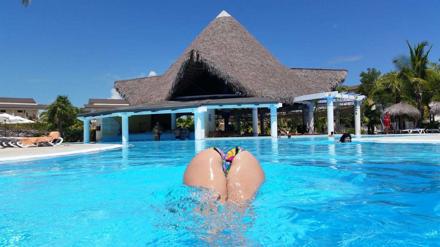 Sol Cayo Laro paradise ? Perfect Day For Swiming! In The Swiming Pool Boddy Sexi Like Floating Yoga