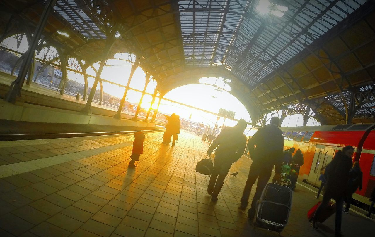 Ruthless baby waiting for the train! Sunset Uberlegen Was Ich Jetzt Mache No Borders Freebird