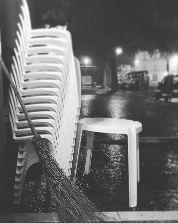 Rainy night.. Rainynight Itisraining Pioggia Notte Bar Spendingtimewithfriends Dinerwithfriends Rain Itrains Italy Puglia Volgofoggia Volgopuglia Weareinpuglia Thisispuglia