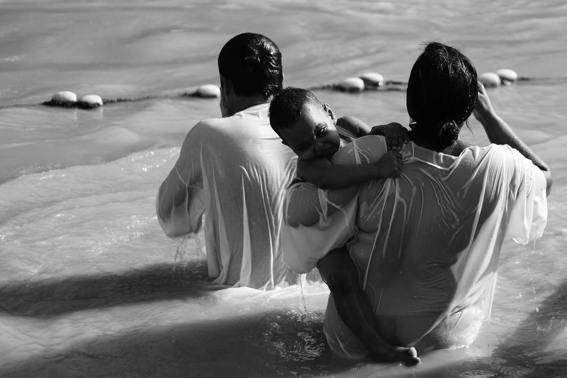 Epiphany Beach Day Epiphany Men Nature Outdoors People Real People Sand Sea Standing The Photojournalist - 2017 EyeEm Awards Togetherness Water Women Young Adult מייקאסר מייקנון מיישחורלבן