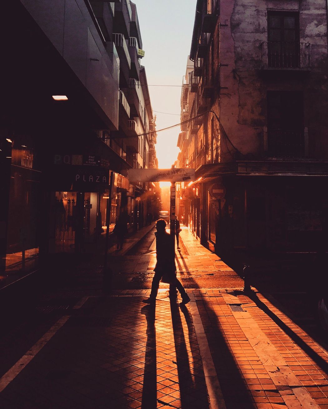 🌇 Walking Silhouette Sunset Outdoors City Men One Person People Photogrpahy Photooftheday Iphone7 Iphone7photo Goldenhourphotography Goldenhour Magichour First Eyeem Photo EyeEmNewHere