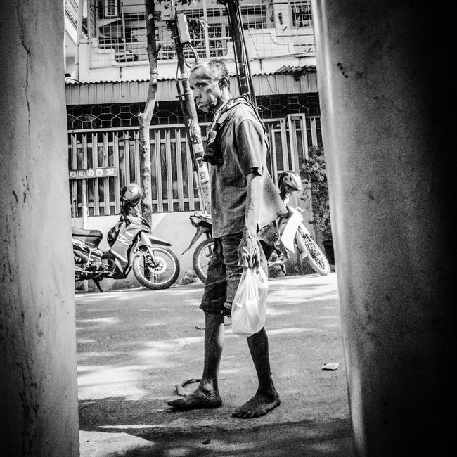 Jakarta 2014 Documentary Photography Streetphotography Urban Real People INDONESIA Jakarta Street City Life Streetphoto_bw Bw Monochrome Photography Street Photography