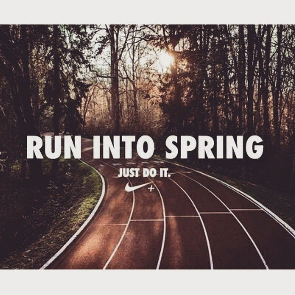 Sunset -ing into the Night Pre- Halfmarathon state of mind. Runnersworld Run ImaRunner RunTheCity RunTheNight Runningwomen Running Runner Runners Nike Nikerunning Nikewomen NikeRunningDept