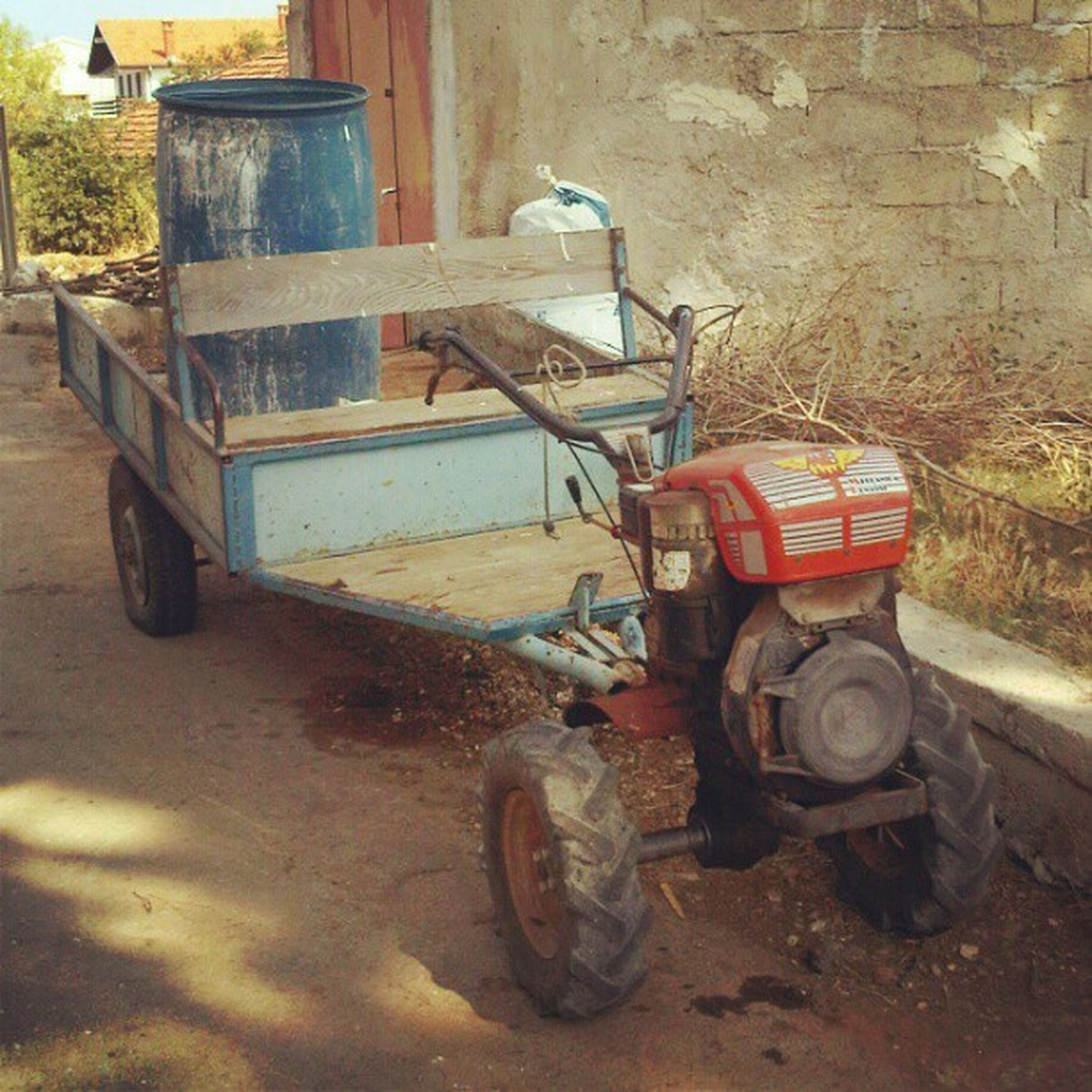 land vehicle, transportation, mode of transport, stationary, abandoned, parking, parked, obsolete, old, damaged, bicycle, building exterior, built structure, architecture, run-down, deterioration, day, house, car, outdoors