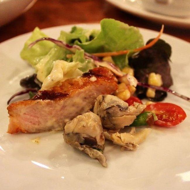 แหนมเห็ดสุขภาพของเรา กินกับอะไรก็อร่อย สลัดผักสด เคียงกับแหนมเห็ด คลุกเคล้าให้เข้ากัน เพิ่มรสชาด เปรี้ยว เผ็ด ของสลัด ทำให้สลัดจานโปรดของคุณไม่จำเจ อีกต่อไป Our mushroom is can be many menu. It is can be side dish with fresh salad make your dish more delicious. ติดต่อ 0891663811 มาดามแพน 0897979249 เจ๊ติ๋ม FB Page : https://www.facebook.com/mushbooms/ แหนมเห็ด แหนมเห็ดเพื่อสุขภาพ Healthy Healthyfood Mushboom Mushroom Instarfood Instarhealthy Freedelivery
