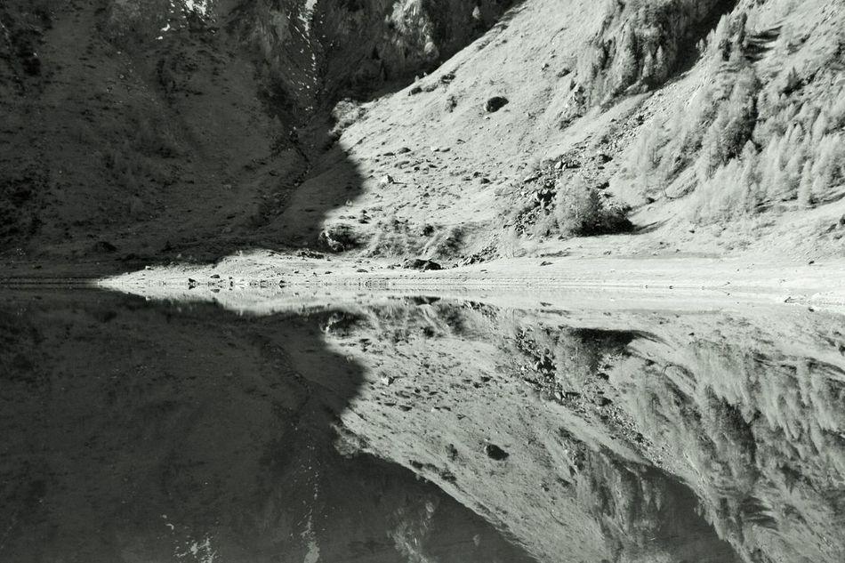 Lago Tremorgio Svizzera Biancoenero Riflessi Specchio