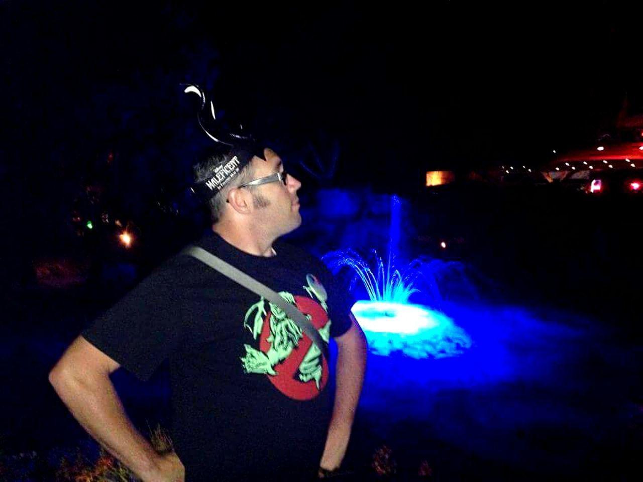 Disneyland Funwithfriends Bluefountain Neonwaters Goofing Off Cthulushirtftw Majestic Creature Soproud Waterfountain Nightphotography Night View Nightlife Disneylovers Bestfriends ♡ Sillyart