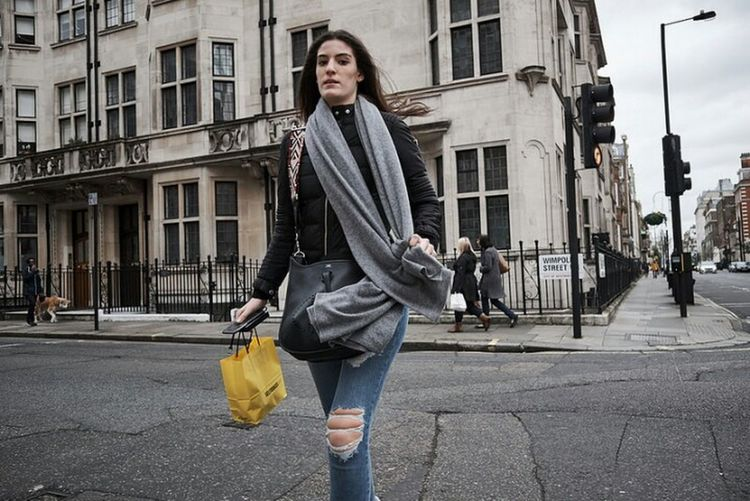 One Woman Only Street Fashion Walking Outdoors City Street Looking At Camera Streetphotography Candidshot Fitzrovialitter Street Photography City Life Girl Urban Life Fujifilm LONDON❤ Candid Photography Streetphotographer London Streets Crossing Road Streetphoto Urban One Young Woman Only Street Photo Low Angle View