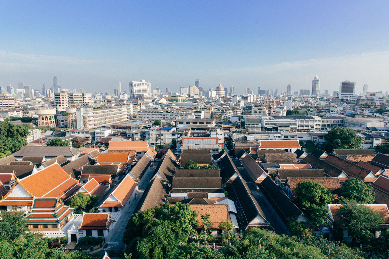 architecture, building exterior, built structure, high angle view, roof, residential building, cityscape, day, city, outdoors, sky, tree, no people, clear sky, nature, tiled roof