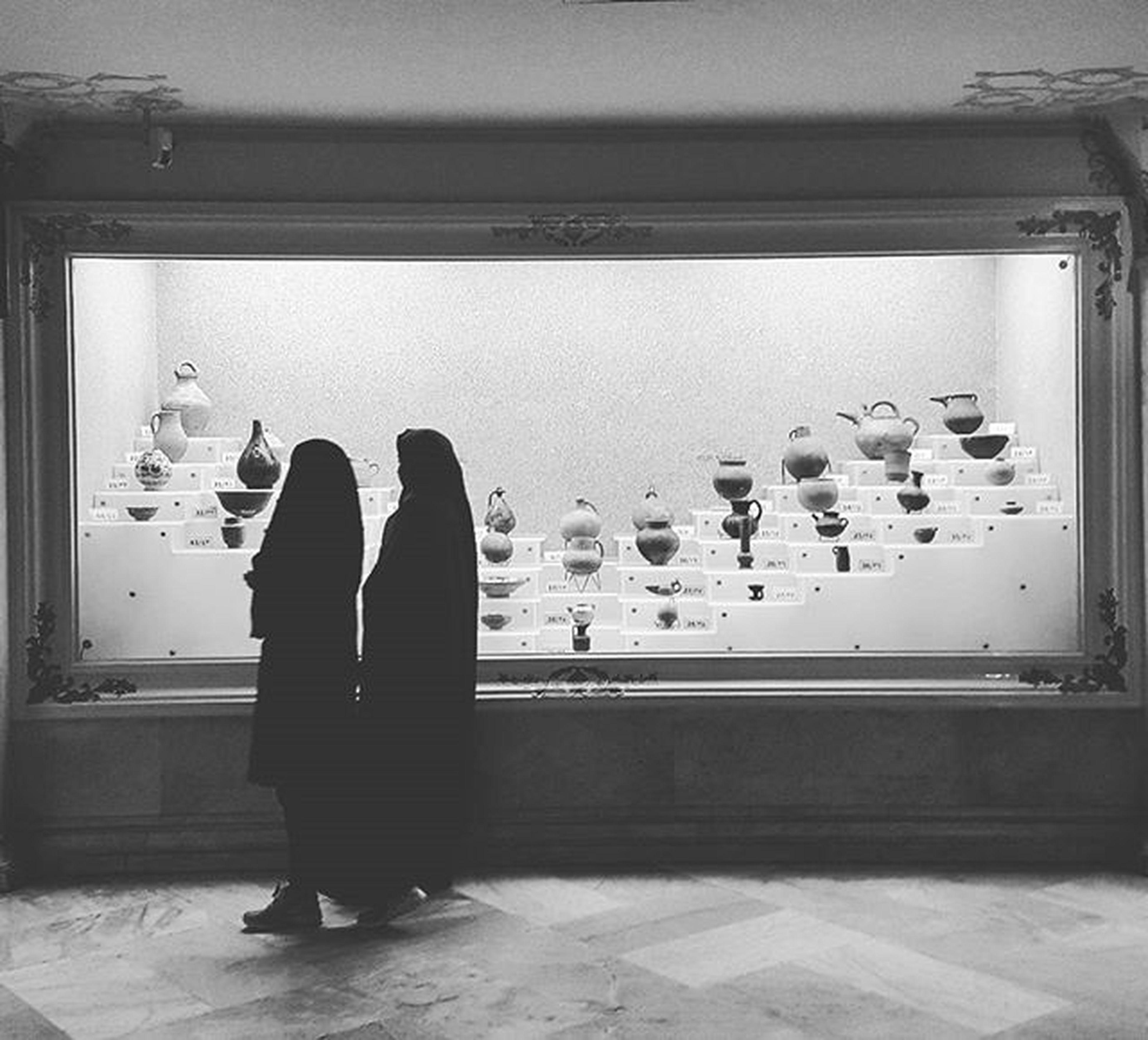 ▫ دو بازدید کننده در موزه_ی_آستان_قدس_رضوی، مشهد، ایران Two girls visiting museum of Āstān-e Qods in Mashhad , Khorasan_e_Razavi , Iran Mashhadlive Everydayiran Everydaymashhad