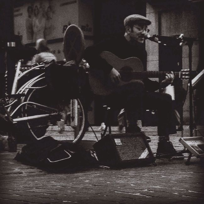 Je ne suis qu'un troubadour... Hk Et Les Saltimbanks Hanging Out Taking Photos Blackandwhite Urban Lifestyle Outdoor Photography Brussel Artist Music Musician Wanderlust Cityscapes City HUMANITY May 2016