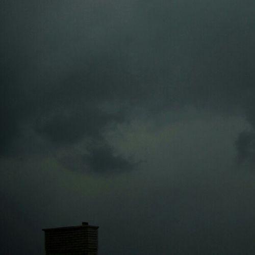 Fractus Supercell Thunderstorm régebbi budapesti alighanem szupercellás Zivatar örvénylő-kavargó fractusokkal, alacsony felhőalappal, jéggel, repülő faágakkal mik_felho mik vihar storm clouds cloudporn instamood hail weather