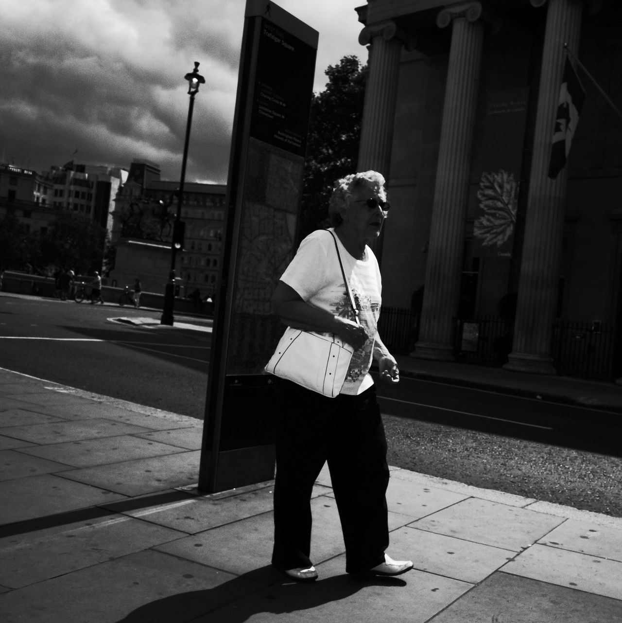 Black And White Street Life Monochrome Street London Streetphotography_bw NEM Black&white Blancoynegro Streetphoto_bw Streettogs Ricoh Gr Flaneur Blackandwhite Streetphotography Walking Around AMPt - Street