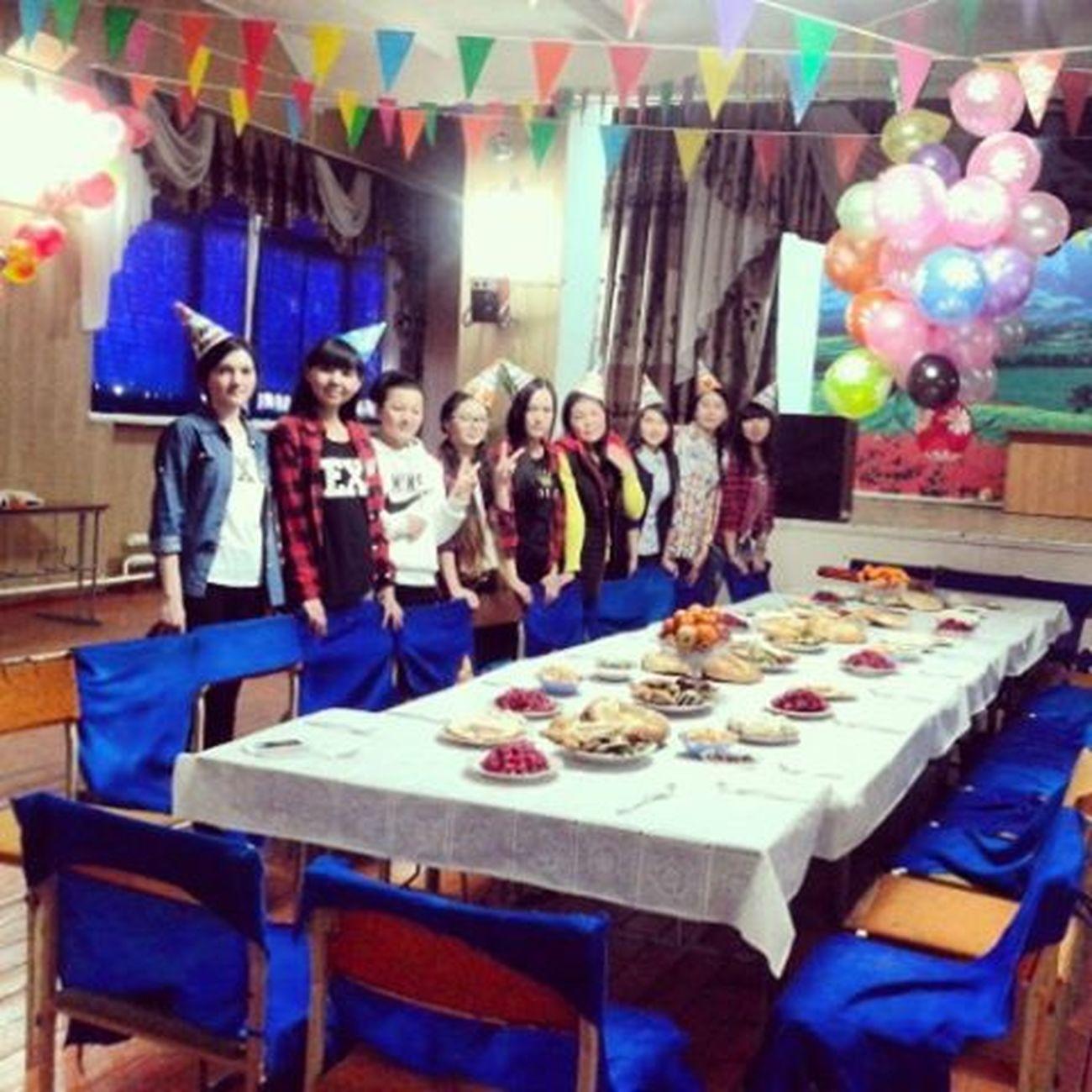 Девчата9А ждали_появления_АИ подготовка_ко_дню_рождения самыйклассныйдень КарыбекуулуАкматаалы (photobystar)