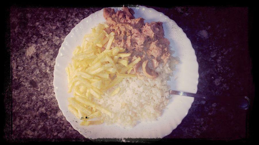 Cena rápida, arroz, atún y papas fritas...