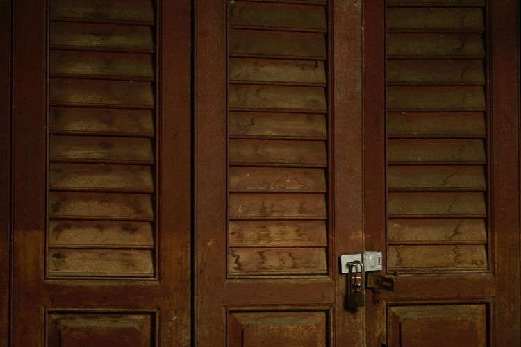 Closed Door Wood - Material No People Day Full Frame Outdoors Close-up Architecture Built Structure Strong Beauty Textures And Surfaces Texture Indoors  Backgrounds
