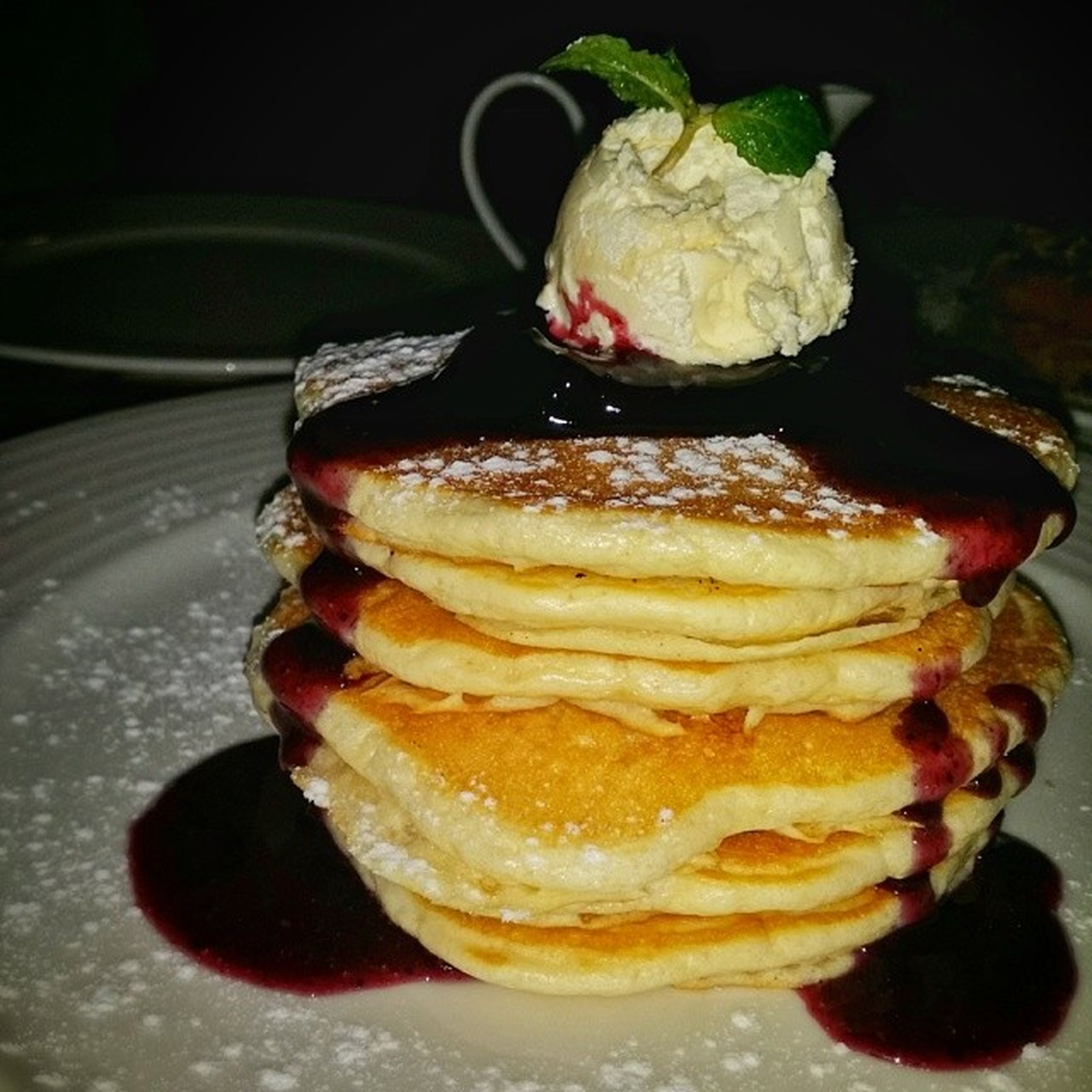Pancake Tower!? Curiositysatisfied . Its so good, I almost cried... chos! Purehappiness😂 Maple