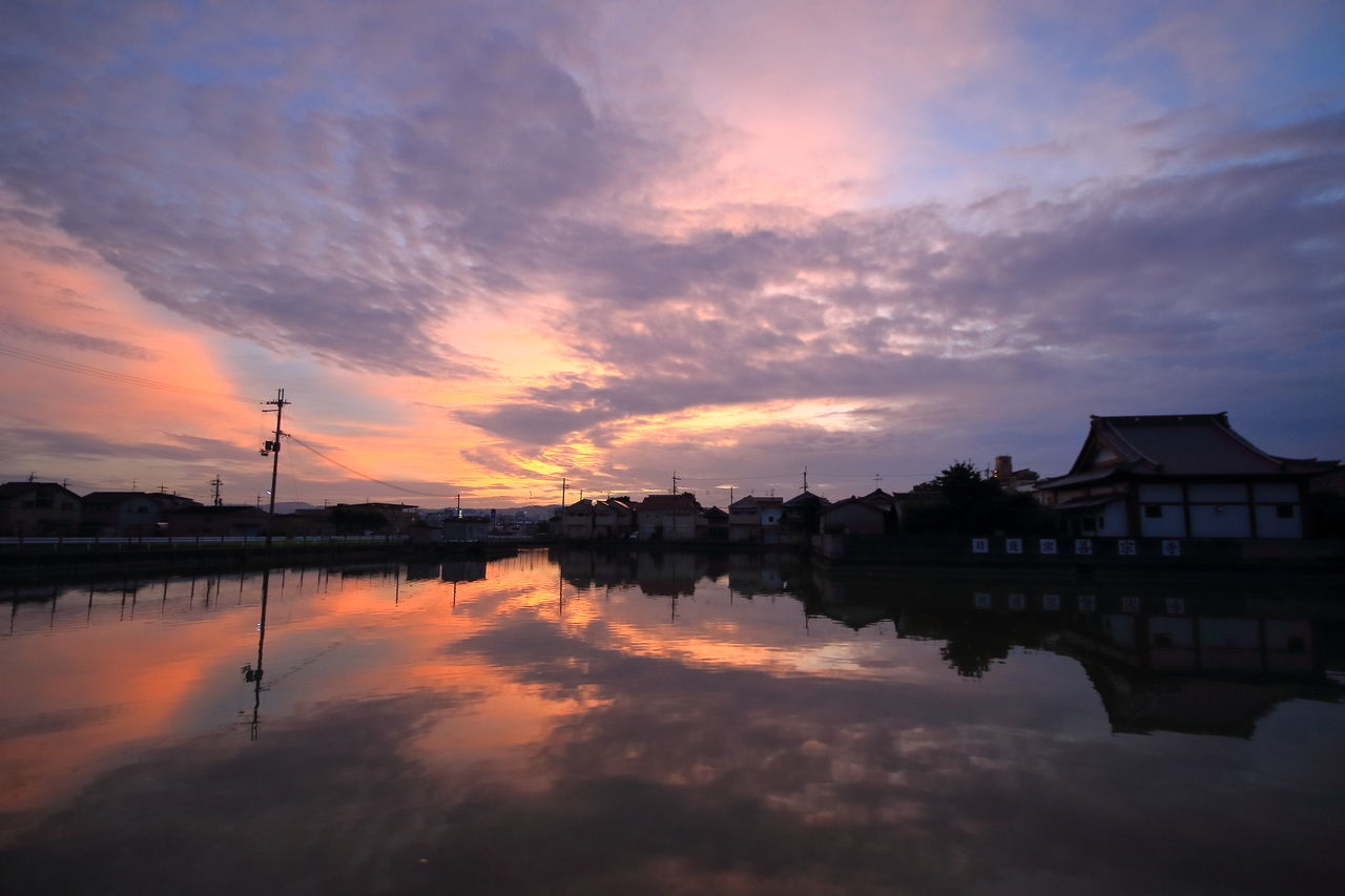 十五夜の夜明け前2016/09/15 sunrise Reflection Beauty In Nature Orange Color Sunrise Early Morning My Fevorite Place Autumn2016 Catch The Moment From My Point Of View