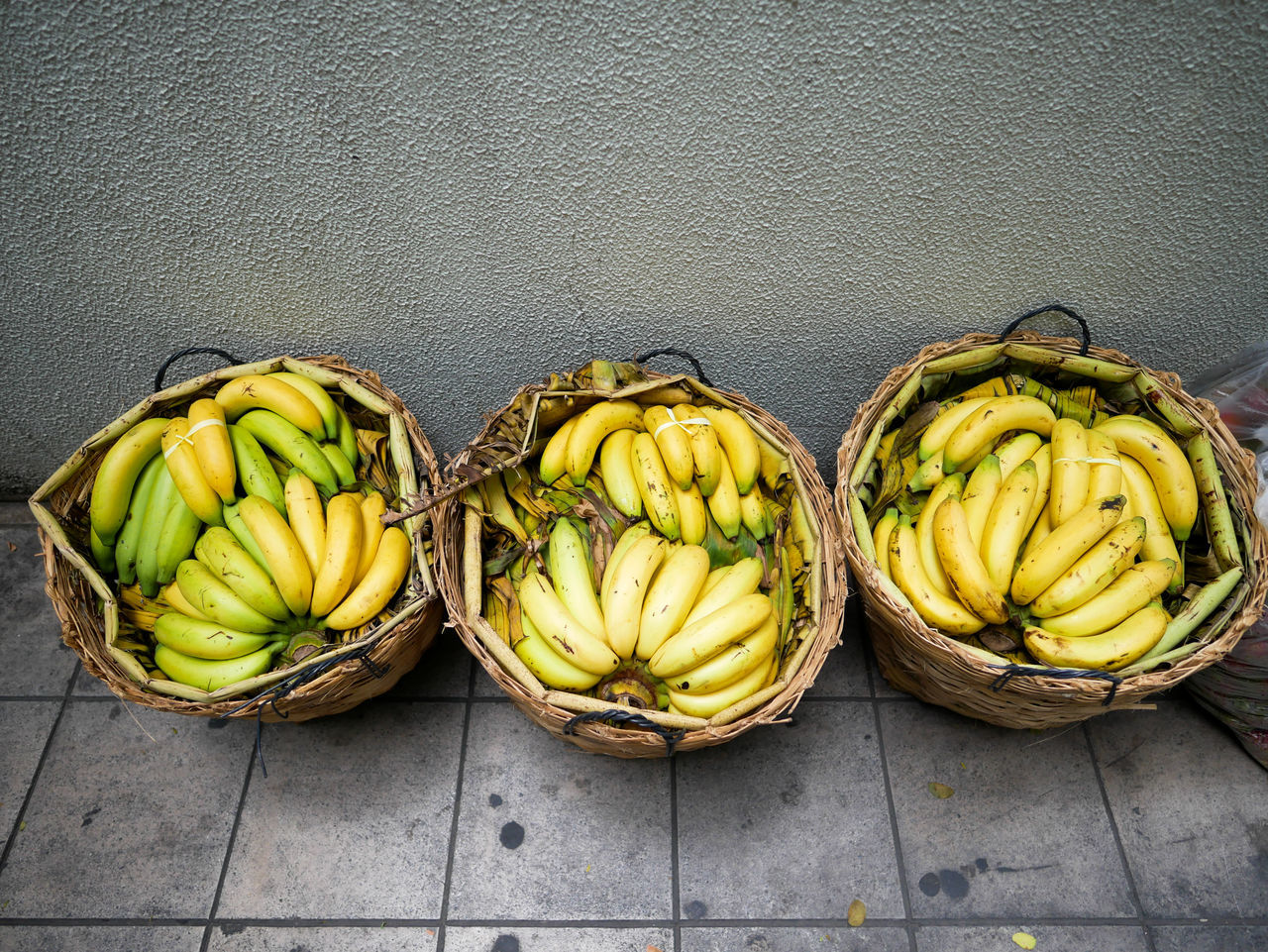 banana, food, food and drink, fruit, no people, healthy eating, freshness, bunch, vegetable, basket, green color, yellow, day, outdoors, close-up