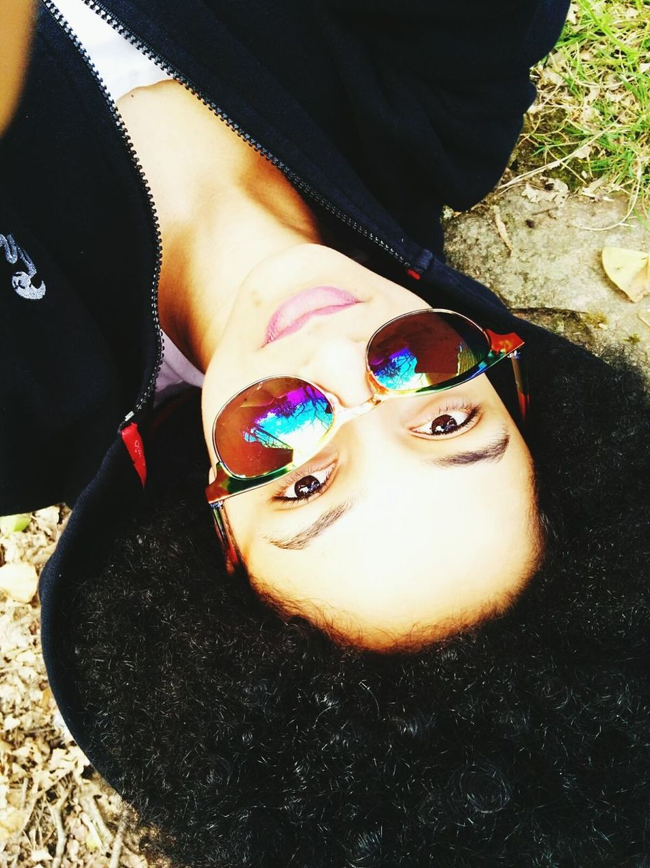 Hello World That's Me Afrohair Afro Mixed Girl Afro Hair Metissage Hanging Out Taking Photos Check This Out Relaxing