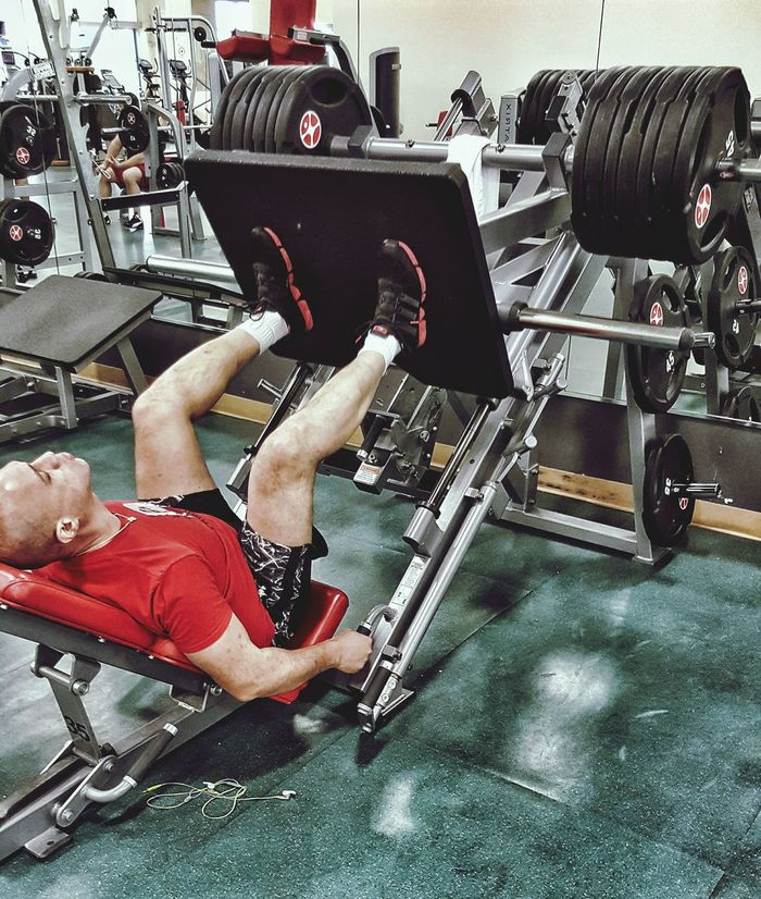 675 lbs. on the leg-press today. Will shoot for 9 plates (per side) next leg day. Gym Taking Photos Self Portrait Body & Fitness Gym Life Fitness That's Me Me Body & Fitness Body And Fitness