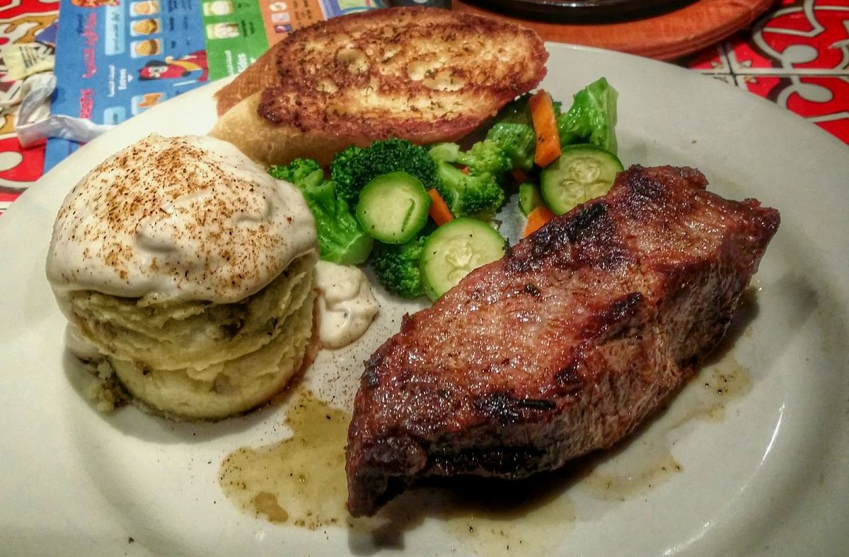 Chili's Mashedpotatoes Brokoli Steak Steaks Sirloin Sirloinsteak Vegetables Steaming Vegetables Souce
