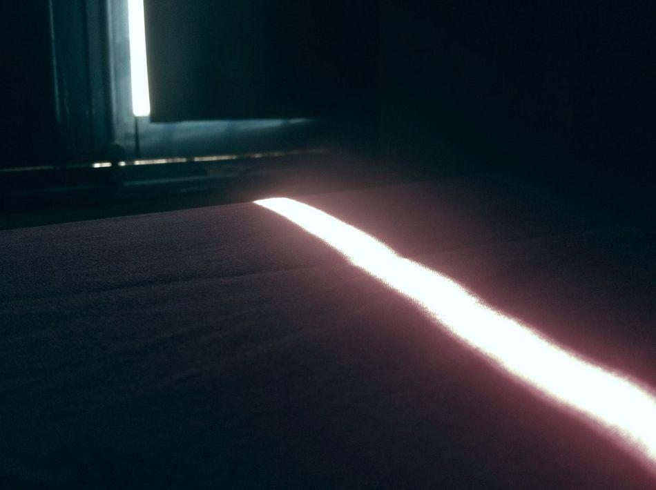 ... y sé que en una calle cualquiera nos encontraremos. Creo en las películas de Medem y en las casualidades. Lightscollection Microhistorias Microhistoriastesis99 Indoors  No People Day Illuminated LuzdelSol Sun Textile Mañanas Textil Bedroom Cama Habitación Light Luz Ventanas Ventana Window Windows Tranquility Morning Sheets Sábanas Tesis99